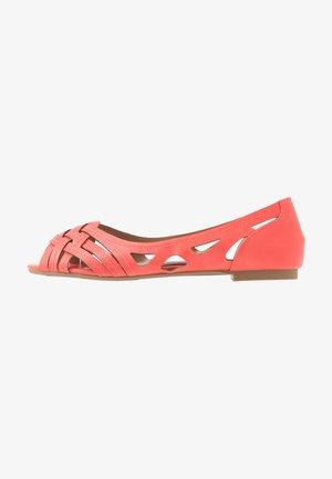 PEARLENE  - Peeptoe Ballerina - coral