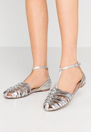 PRESLEY BAR  - Sandaalit nilkkaremmillä - silver