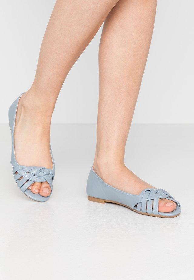 PROVE FRONT - Peeptoe ballet pumps - blue
