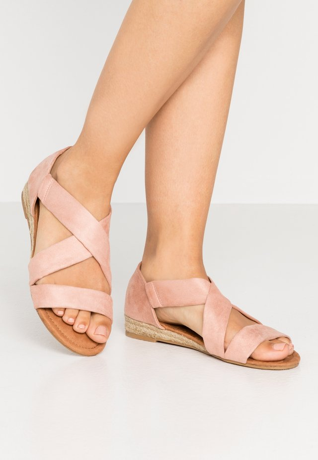 REAM CROSS OVER - Espadrilles - pink