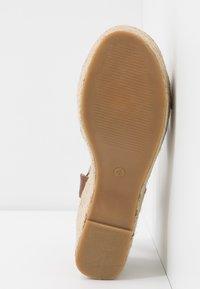 Dorothy Perkins - RUMBA MID HEIGHT EASY FLATFORM  - Sandalen met hoge hak - tan - 6