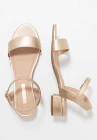 Dorothy Perkins - SPRIGHTLY LOW BLOCK HEEL - Sandály - gold - 3