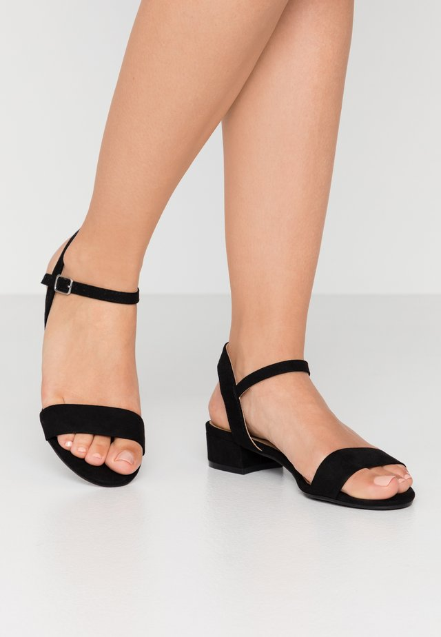 SPRIGHTLY LOW BLOCK HEEL - Sandaalit nilkkaremmillä - black