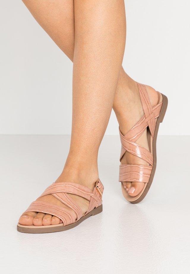 COMFORT FRANC CROSS OVER  - Sandaalit nilkkaremmillä - pink