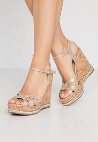 Dorothy Perkins - RHODA DRESSY GOING OUT WEDGE - Korolliset sandaalit - rose gold - 0