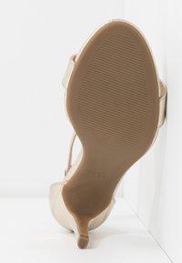 Dorothy Perkins - SIZZLE - Sandaler med høye hæler - gold - 6