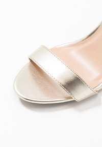 Dorothy Perkins - SIZZLE - Sandaler med høye hæler - gold - 2