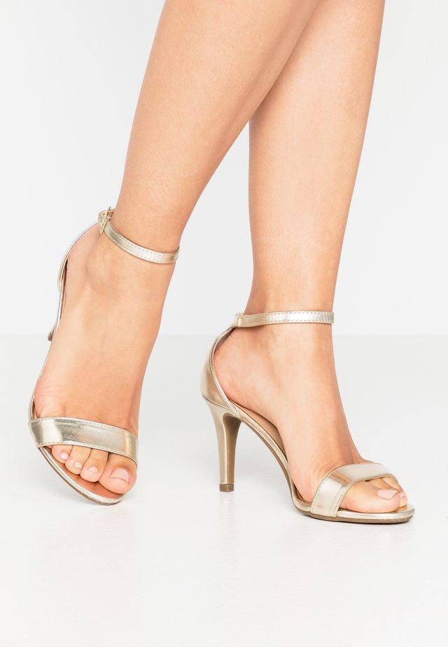 SIZZLE - Sandały na obcasie - gold