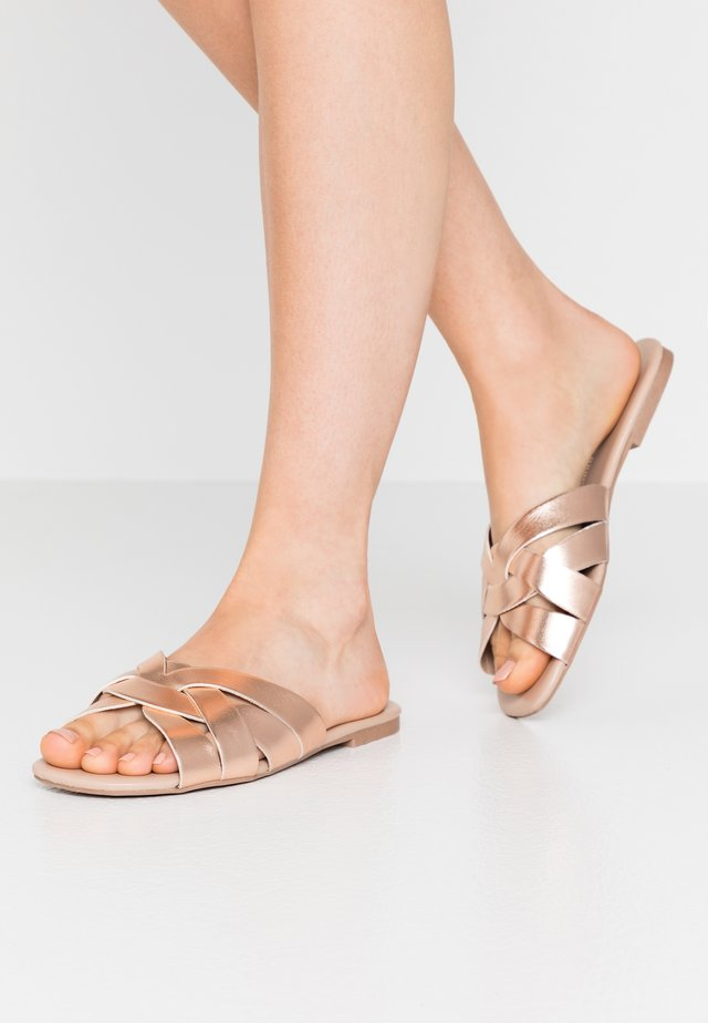 FENNEL INTERLACED MULE SLIDE - Mules - rose gold