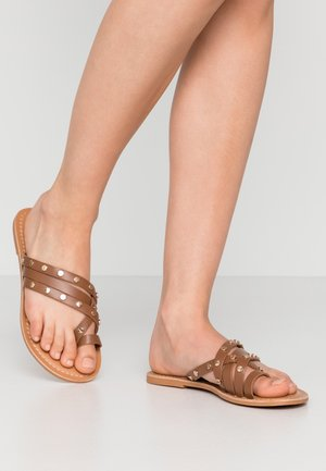 JANGO STUD TRIM SLIDE - T-bar sandals - tan