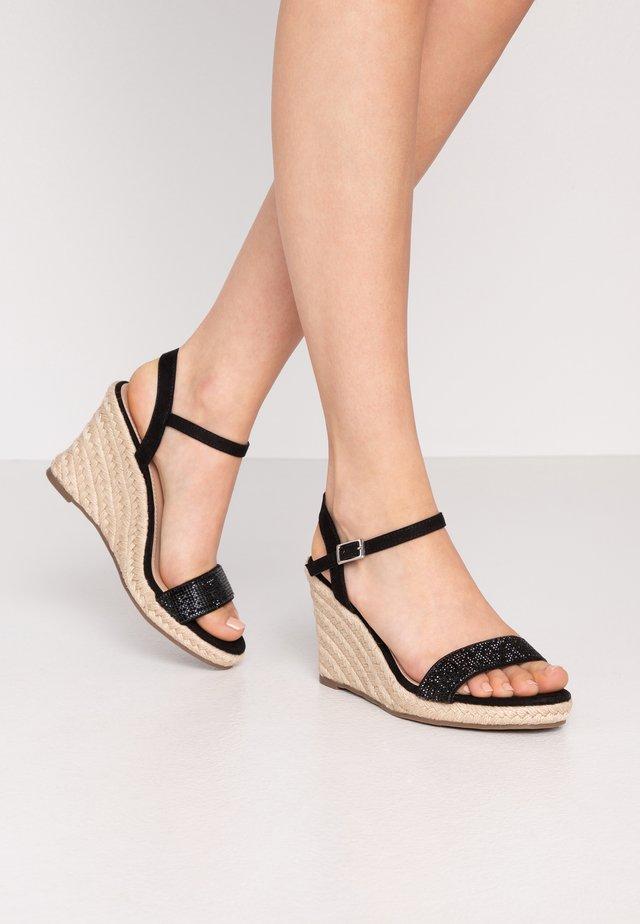 RAA-RAA EMBELLISHED VAMP WEDGE - Højhælede sandaletter / Højhælede sandaler - black