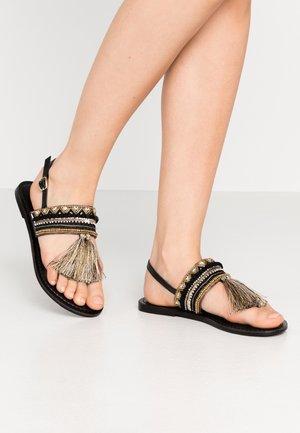 SANTARINA FRINGE BEADED TOE POST - Sandály s odděleným palcem - black