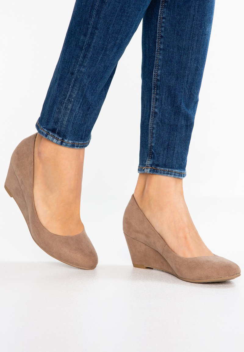 Dorothy Perkins - DREAM - Wedges - taupe