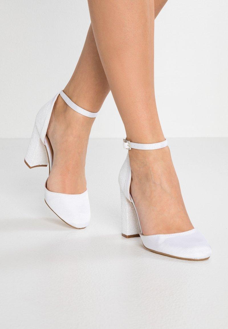 Dorothy Perkins - BLOCK GLITTER COURT - Zapatos altos - white