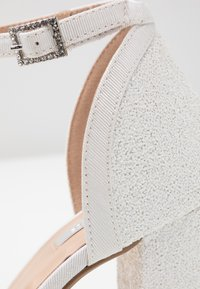 Dorothy Perkins - BLOCK GLITTER COURT - Lodičky na vysokém podpatku - white - 2