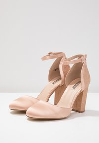 Dorothy Perkins - BLOCK GLITTER COURT - Decolleté - blush - 4