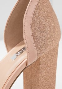 Dorothy Perkins - BLOCK GLITTER COURT - Decolleté - blush - 2