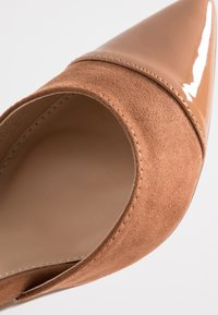 Dorothy Perkins - DEETA TOECAP TWO PART COURT - Høye hæler - tan - 2