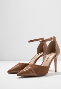 Dorothy Perkins - DEETA TOECAP TWO PART COURT - Høye hæler - tan - 4
