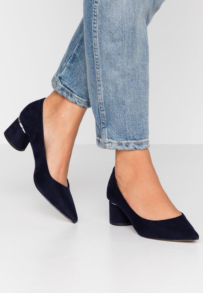 Dorothy Perkins - DRAGONFLY CYLINDER HEEL COURT - Classic heels - navy