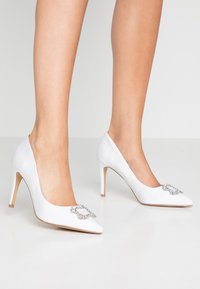 Dorothy Perkins - GLAD SQUARE COURT SHOE - High heels - white - 0