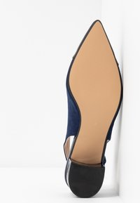 Dorothy Perkins - DARLING SLING BACK BLOCK HEEL COURT - Escarpins - navy - 6