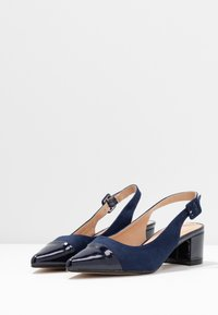 Dorothy Perkins - DARLING SLING BACK BLOCK HEEL COURT - Escarpins - navy - 4