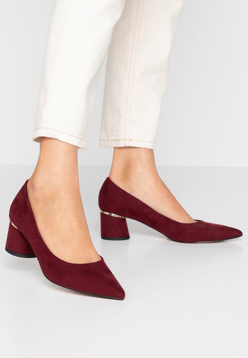 Dorothy Perkins - DRAGONFLY CYCLINDER HEEL COURT - Classic heels - burgundy