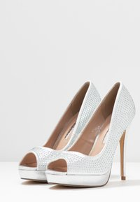 Dorothy Perkins - GIFTIE ALL OVER COURT SHOE - Peeptoes - silver - 4