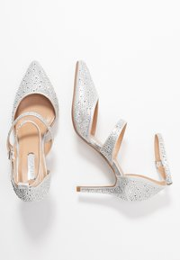 Dorothy Perkins - GINGERA ALL OVER TRIM COURT SHOE - High heels - silver - 3