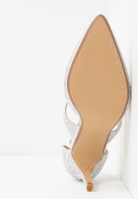 Dorothy Perkins - GINGERA ALL OVER TRIM COURT SHOE - High heels - silver - 6