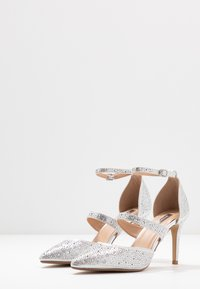Dorothy Perkins - GINGERA ALL OVER TRIM COURT SHOE - High heels - silver - 4