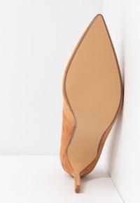 Dorothy Perkins - DELE POINT COURT - High heels - tan - 6