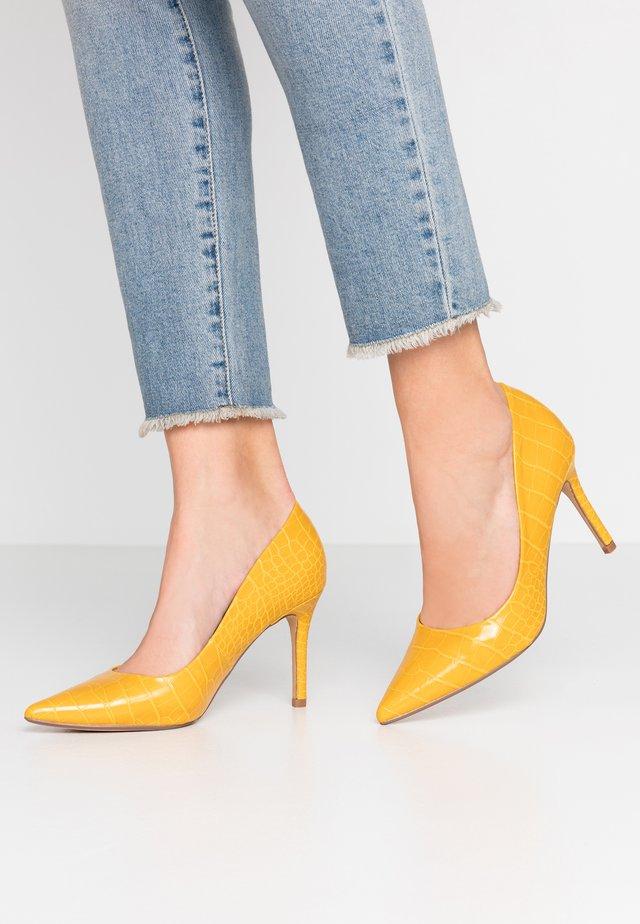 DELE POINT COURT - Hoge hakken - yellow