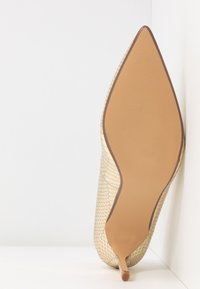 Dorothy Perkins - DELE POINT COURT - Escarpins à talons hauts - gold - 6