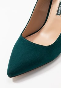 Dorothy Perkins - DELE POINT COURT - Korolliset avokkaat - green - 2