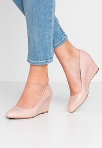 Dorothy Perkins - DREAMER WEDGE COURT - Sleehakken - nude - 0