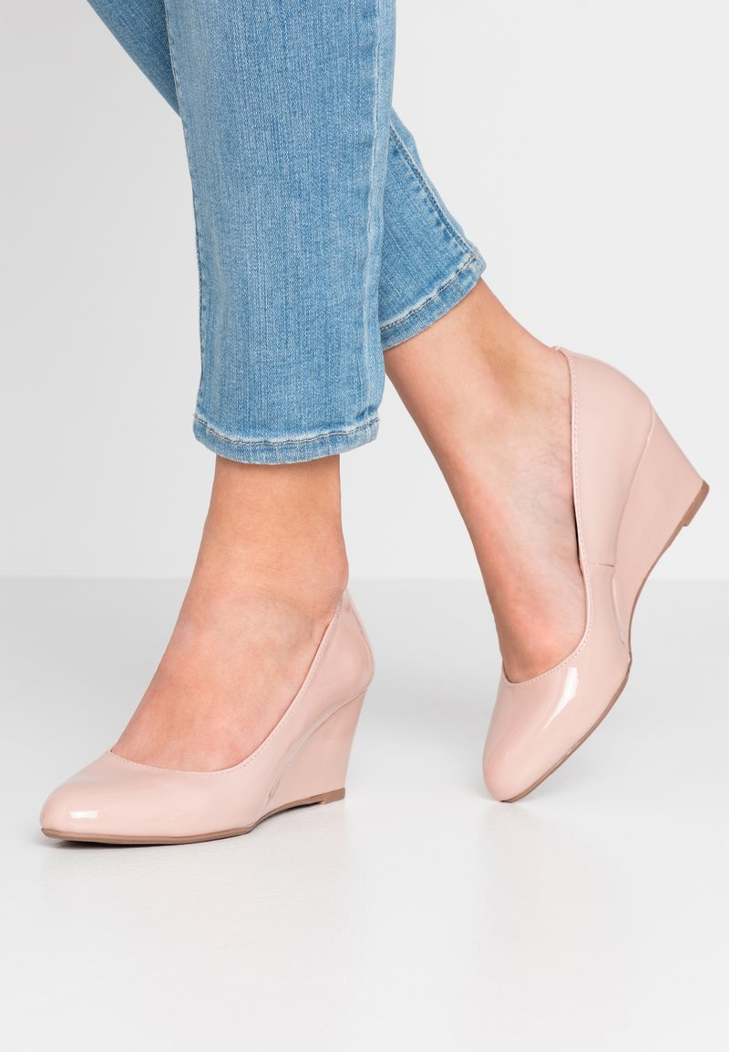Dorothy Perkins - DREAMER WEDGE COURT - Sleehakken - nude
