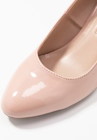 Dorothy Perkins - DREAMER WEDGE COURT - Sleehakken - nude - 2