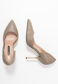 Dorothy Perkins - DESSIE PIN COURT - Szpilki - gold - 3