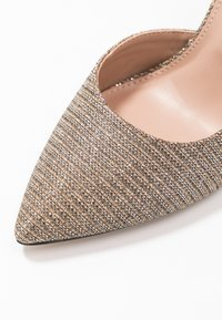 Dorothy Perkins - DESSIE PIN COURT - Szpilki - gold - 2