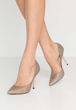DESSIE PIN COURT - Zapatos altos - gold