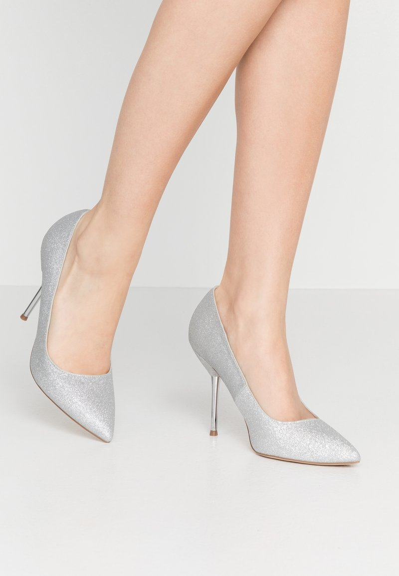 Dorothy Perkins - BERTIE METAL GLITTER - Zapatos altos - silver