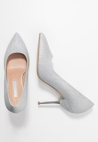 Dorothy Perkins - BERTIE METAL GLITTER - Zapatos altos - silver - 3