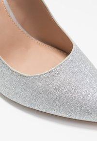 Dorothy Perkins - BERTIE METAL GLITTER - Zapatos altos - silver - 2