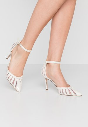 DEMY COURT - Zapatos altos - white