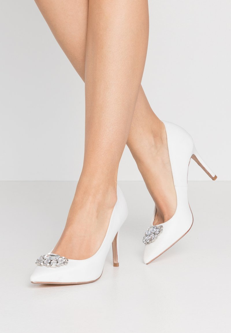 Dorothy Perkins - GRAZIE JEWEL COURT - Klassiska pumps - white