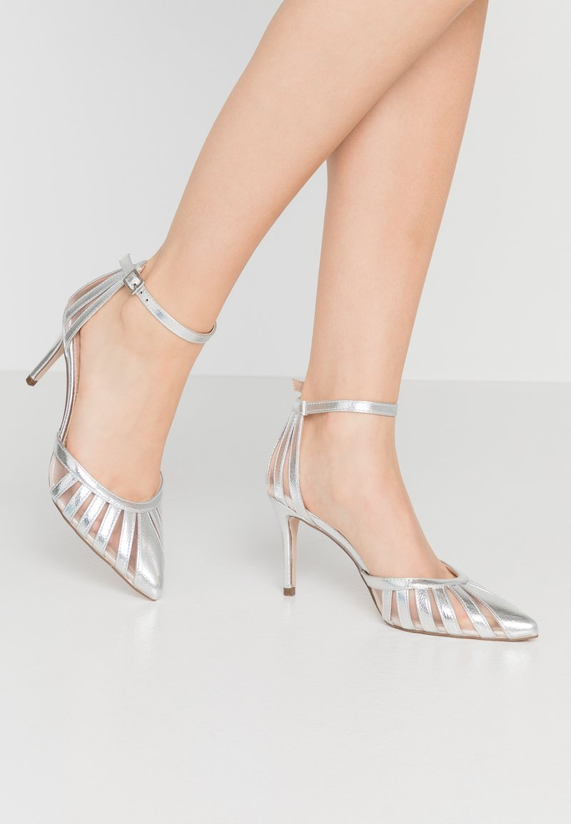 Dorothy Perkins - EMILYS LATTICE COURT SHOE 2 PART - Zapatos altos - silver