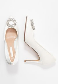 Dorothy Perkins - GLADLY POINTED TRIM COURT - Klassiska pumps - white - 3
