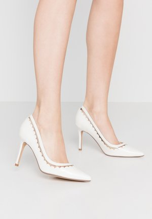 ELIZA SCALLOP DETAIL COURT - High Heel Pumps - white